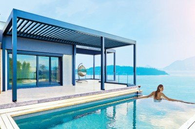 Bioclimatic Pergolas on a house with an infinity pool